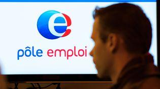 Un demandeur d'emploi se rend à l'agence Pôle emploi de Lens (Pas-de-Calais), le 17 avril 2014. (PHILIPPE HUGUEN / AFP)