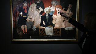 """""""Le Salon à Montparnasse"""" de Foujita, exposé au musée Maillol à Paris. (LIONEL BONAVENTURE / AFP)"""