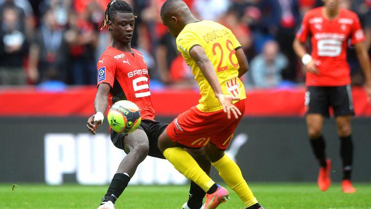 Eduardo Camavinga et Cheick Doucourélors du match entre le Stade Rennais et le RC Lens, le 8 août 2021. (JEAN-FRANCOIS MONIER / AFP)