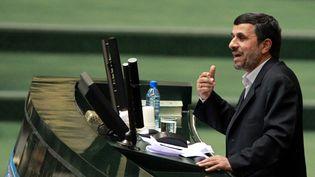 Le président iranien, Mahmoud Ahmadinejad, le 1er février 2012 devant le Parlement à Téhéran (Iran). (AFP)