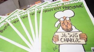 """Des exmplaires du numéro 1 178 de """"Charlie Hebdo"""", à Bruxelles (Belgique), le 15 janvier 2015. (FILIP DE SMET / BELGA MAG / AFP)"""