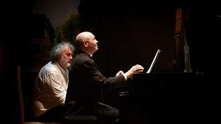 Le pianiste Ivo Pogorelich ici le 21 mars 2019 au Théâtre Saint-Bonnet de Bourges. (PIERRICK DELOBELLE / MAXPPP)