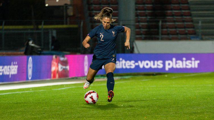 Ève Périsset avec l'équipe de France face à l'Estonie, match comptant pour les éliminatoires du Mondial 2023, le 22 octobre 2021 à Créteil (MELANIE LAURENT / AFP)