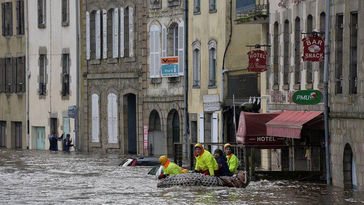 La basse ville de Quimperlé(Finistère) a été inondé. LaLaïta a débordé. (  MAXPPP)