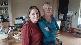 Fatima Ezzarhouni (à gauche) etSophie Pirson (à droite). (ANGELIQUE BOUIN / RADIO FRANCE)