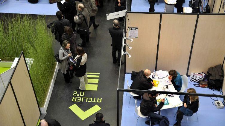 Un salon de l'emploi organisé par Pôle emploi à Nantes (Loire-Atlantique), en janvier 2013. (ALAIN LE BOT / AFP)