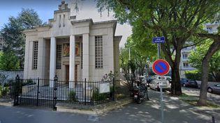 L'église orthodoxe grecque devant laquelle un prêtre a été touché par balles, dans le 7e arrondissement de Lyon, le 31 octobre 2020. (GOOGLE STREET VIEW / FRANCEINFO)