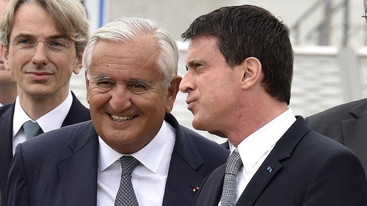 (Jean-Pierre Raffarin et Manuel Valls le 2 juillet 2015 ©Reuters)