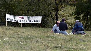 Des opposants au barrage de Sivens (Tarn), le 25 octobre 2014. (PASCAL PAVANI / AFP)