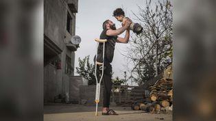 """La photographie intitulée Hardship of Life (""""l'épreuve de la vie""""), avec laquelle le photojournaliste turc Mehmet Aslan a remporté l'édition 2021 duPrix international de la photographie de Sienne, samedi 23 octobre. (MEHMET ASLAN / SIENA INTERNATIONAL PHOTO AWARDS)"""