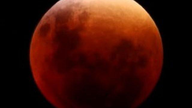 """Les Français ont pu admirer la """"super Lune de sang"""""""