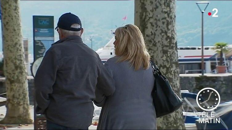 """Les """"aidants"""" mettent souvent leur carrière de côté pour aider un proche malade, handicapé ou âgé. La ministre de la Santé Agnès Buzyn a annoncé qu'ils bénéficieraient dès 2020 d'un congé indemnisé. (FRANCE 2)"""
