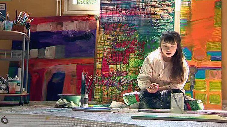 Une artiste atteinte de trisomie 21  (France Télévision/culturebox)