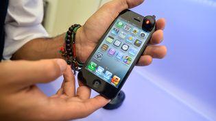L'iPhone 5 est le 5e téléphone le plus toxique sur les 36 modèles testés. (ANDREAS SOLARO / AFP)