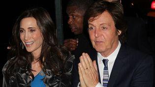 Nancy Shevell et Paul McCartney le 21 octobre 2011 à New York  (Rob Kim / Getty Images / AFP)