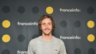 L'humoriste Baptiste Lecaplain. (RADIO FRANCE / JEAN-CHRISTOPHE BOURDILLAT)