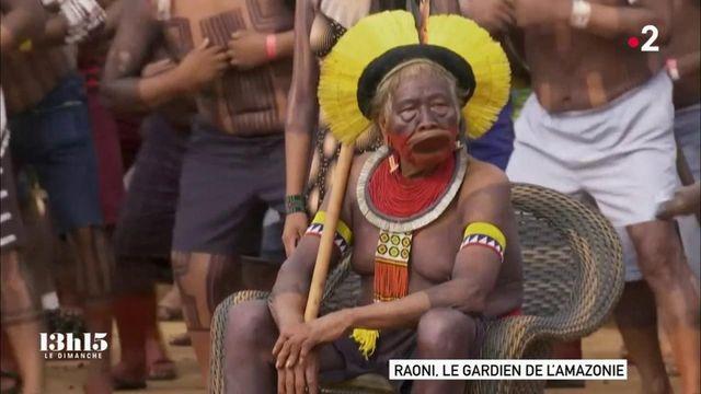 Brésil : Raoni a rassemblé des peuples indigènes d'Amazonie et repris son bâton de pèlerin pour les défendre face à un gouvernement qui les méprise