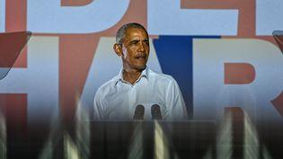 L'ancien président des Etats-Unis, Barack Obama, en Floride, lors d'un meeting de soutien à Joe Biden, le candidat démocrate à l'élection présidentielle, le 2 novembre 2020. (CHANDAN KHANNA / AFP)