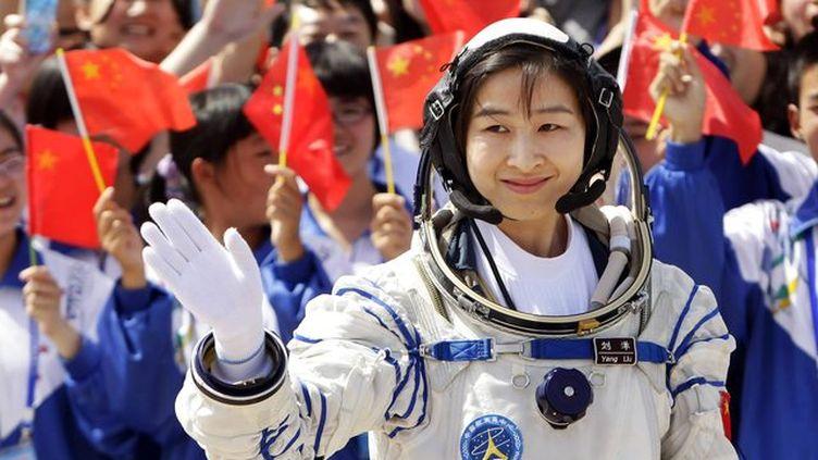 """Liu Yang, 33 ans, a décollé à bord du vaisseau Shenzhou IX avec deux autres """"taïkonautes"""" le 16 juin 2012. (JASON LEE / REUTERS)"""