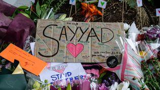 """""""Sayyad"""" est le nom d'un jeune garçon de 14 ans, tué lors de l'attaque contre l'une des deux mosquées de Christchurch (Nouvelle-Zélande). Photo prise durant une veillée en mémoire des 50 victimes, le 18 mars 2019. (ANTHONY WALLACE / AFP)"""