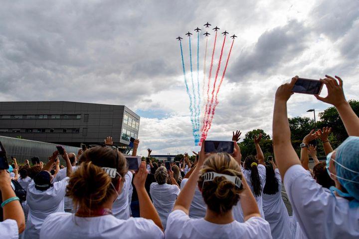 La Patrouille de France passant au dessus du Centre Hospitalier Sud Francilien, à Corbeil-Essones, le 15 juillet 2020. (EPAA/Armée de l'air)