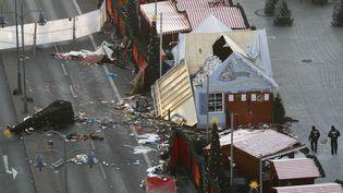 Le 21 décembre 2016, deux jours après l'attentat de Berlin, les destructions restent visibles sur le marché de Noël visé (ODD ANDERSEN / AFP)