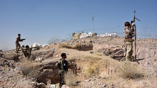 Les forces armées afghanes participent à une opération contre les talibans à Sarkari Bagh, près de Kandahar, le 2 novembre 2020. (JAVED TANVEER / AFP)