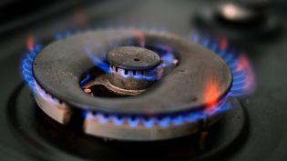 Sur un an, l'augmentation du prix du gaz pour un foyer britannique moyen représente une inflation d'environ 150€ (illustration, le 20 septembre 2020). (PAUL ELLIS / AFP)