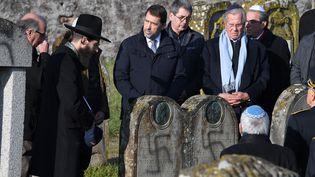 Christophe Castaner et Jean-Louis Debré dans le cimetière deWesthoffen (Bas-Rhin), le 4 décembre 2019. (PATRICK HERTZOG / AFP)