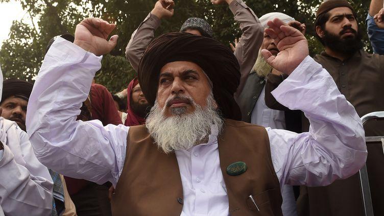 Le chef du parti pakistanais TLP,Khadim Hussain Rizvi, dirige un sit-in à Lahore (Pakistan), le 1er novembre 2018. (ARIF ALI / AFP)