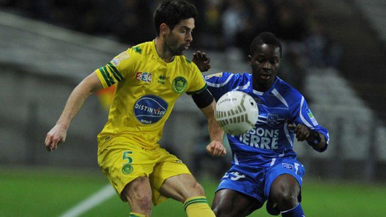 Olivier Veigneau (FC Nantes) et Souleymane Sawadogo (AJ Auxerre) (FRANK PERRY / AFP)