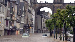 A Morlaix (Finistère), les inondations sont particulièrement impressionnantes à la suite des orages, le 6 juin 2018. (PHOTOPQR / OUEST FRANCE / MAXPPP)