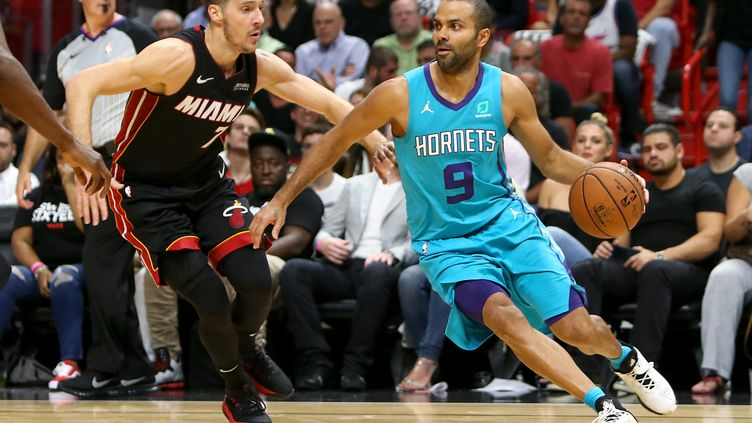 Tony Parker avec Charlotte (MICHAEL REAVES / GETTY IMAGES NORTH AMERICA)