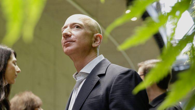 Jeff Bezos, patron d'Amazon, le 29 janvier 2018, au siège de sa société à Seattle (Etats-Unis). (JASON REDMOND / AFP)