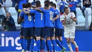 Les joueurs italiens célèbrent un but contre la Belgique, dimanche 10 octobre à Turin. (DIRK WAEM / MAXPPP)