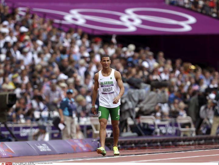Le coureur algérien Taoufik Makhloufi, qui a tout fait pour être éliminé lors des séries du 800 m, le 6 août. (ANJA NIEDRINGHAUS/AP/SIPA / AP)