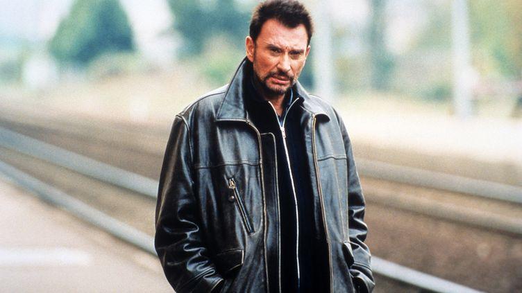 """Johnny Halliday dans """"L'Homme du train"""" de Patrice Leconte en 2002. (CINE B / ZOULOU FILMS / AFP)"""