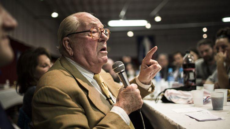 Le président d'honneur du Front national, Jean-Marie Le Pen, lors d'un rassemblement du parti le 23 novembre 2014 à Taverny (Val d'Oise). (VINCENT JAROUSSEAU / AFP )