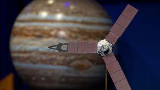 Une représentation de la sonde Juno parvenue jusqu'à Jupiter, le 5 juillet 2016. (NASA / AUBREY GEMIGNANI / AFP)