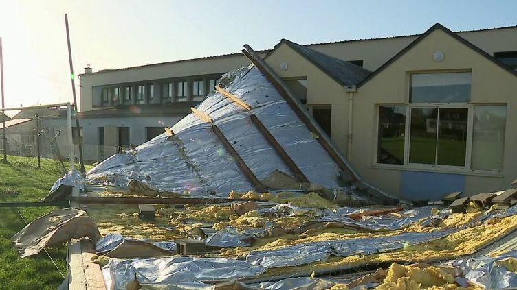 Tempête Dennis : des lignes d'électricité coupées en raison des fortes rafales de vent (FRANCE 2)