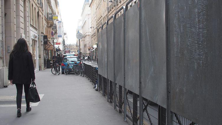 Des panneaux électoraux installés à Paris, le 5 mars 2014. (MAXPPP)