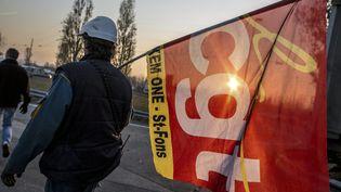 Grève des salariés de la société Kem One sur le site de Saint-Fons, le 11 décembre 2013. (MAXPPP)