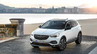 L'Opel Grandland X, un SUV compact fabriqué sur la base du 3008 Peugeot. (OPEL FRANCE pour FRANCE INFO)