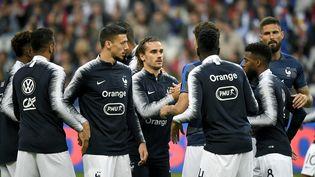 Les bleus autour d'Antoine Griezmann avant la rencontre au Stade de France face à l'Albanie, le 7 septembre 2019. (LIONEL BONAVENTURE / AFP)