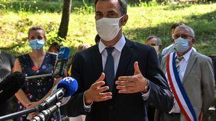 Le ministre de la Santé Olivier Véran le 21 août 2020 à Florac en Lozère. (PASCAL GUYOT / AFP)