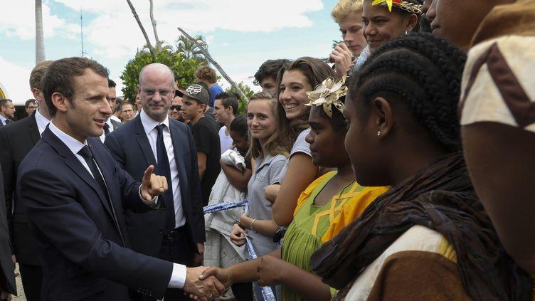 Le président de la République, Emmanuel Macron, en visite au lycée Michel-Rocard à Koné (Nouvelle-Calédonie) le 4 mai 2018.  (LUDOVIC MARIN / AFP)