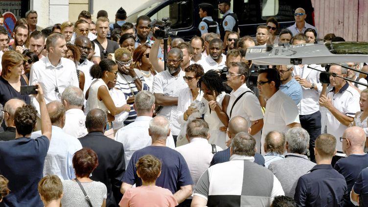 À Fabrègues, les obsèques de Louis Fajfrowski, jeune rugbyman de 21 ans décédé lors d'un match avec son équipe d'Aurillac. (SYLVIE CAMBON / MAXPPP)