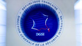 Le logo de la Direction Générale de la Sécurité Intérieure (DGSI) à Levallois-Perret (Hauts-de-Seine) le 13 juillet 2018. (GERARD JULIEN / AFP)