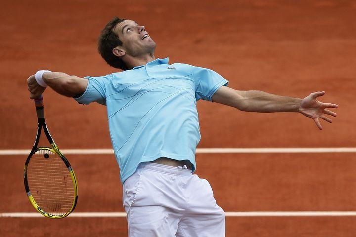 Richard Gasquet face à Andy Murray, lors du 8e de finale de Roland-Garros perdu par le Français, le 4 juin 2012. (KENZO TRIBOUILLARD / AFP)