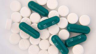 """La consommation d'antibiotiques par les Français devient """"préoccupante"""", s'alarme l'Agence nationale de sécurité du médicament, le 6 novembre 2014. (UNIVERSAL IMAGES GROUP EDITORIAL / GETTY IMAGES)"""
